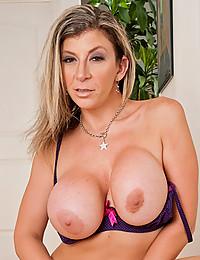 Curvy pornstar milf nude