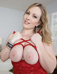 Very Busty Blonde Beauty Vicky Vixen