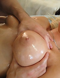 Juicy slut getting her pussy massaged