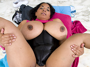 Plump Indian Dinara Jizzed On