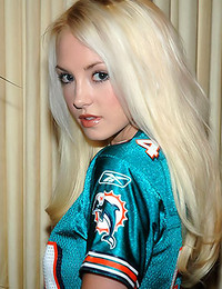 Dream Kelly - Cute girl in a football jersey shows us her tasty ass and her shaved box