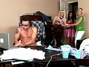 India Summer, Alana Evans And Holly Sampson In Amazing CFNM Clip