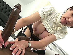 Lady sonia blows huge black cock