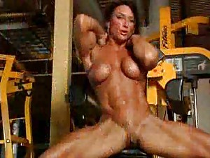 Naked body building babe in the gym