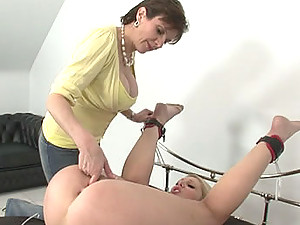Lady sonia finger fucks bound shay