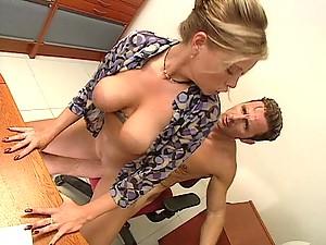 Fantasticly hot Krystal De Boor shagged fast